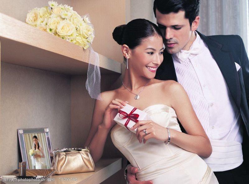 结婚婚纱礼服卡迪亚珠宝大片图片